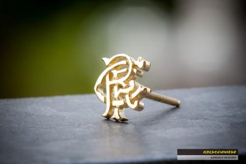 Ohrstecker aus Gelbgold. Unikat für einen Fans der «Glasgow Rangers» (schottischer Fussballverein)
